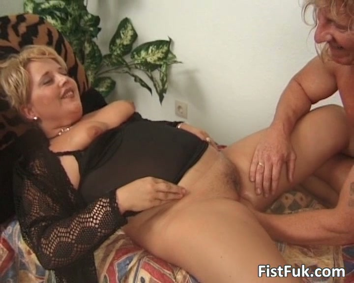 Old wife fisting porn