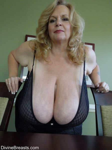 mature In older woman lingerie