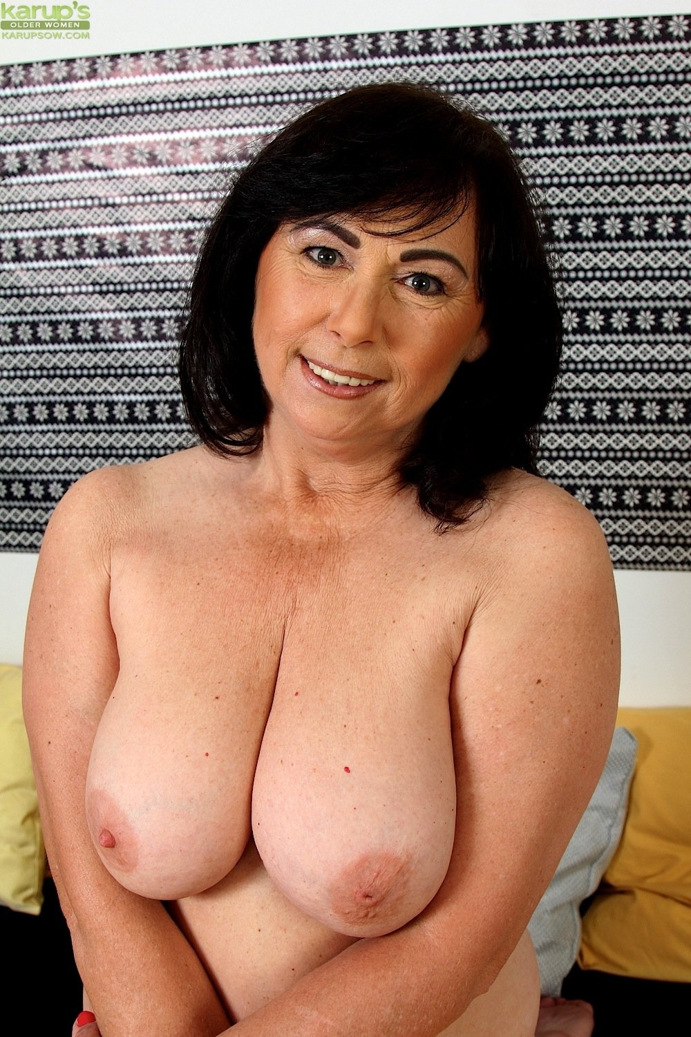 Busty mature pussy eaaters