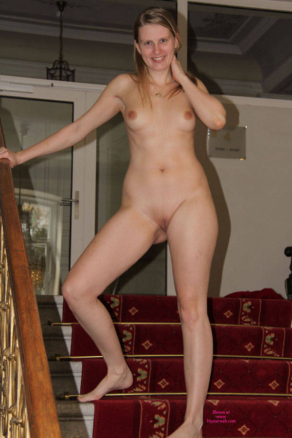 freind Nude wife/girl pic of