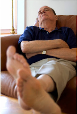 an man Footjob old