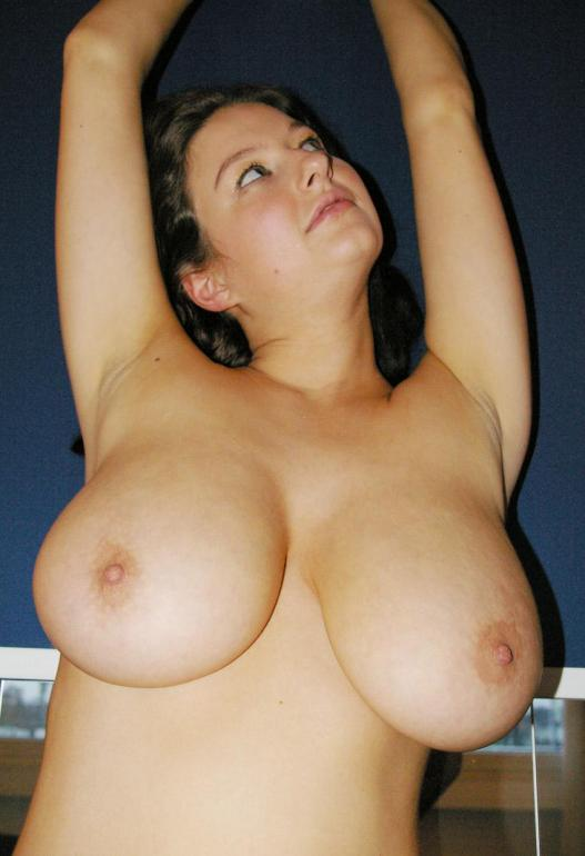 busty natural amateur Housewife