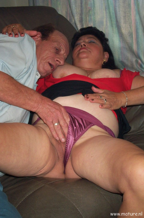 Mature bbw couple fucking on couch