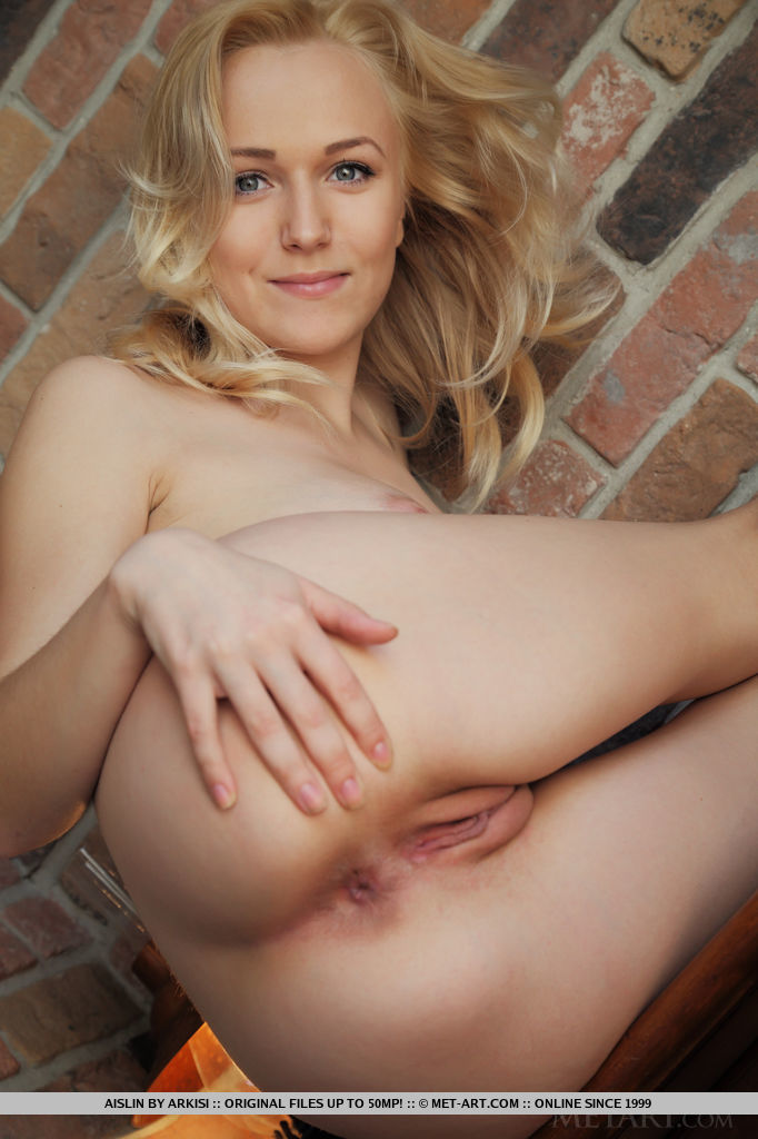 Free gallery nude shaved blonde